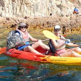 Limpieza del litoral con kayak