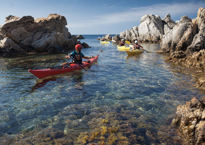Caiac entre Castell i les illes Formigues