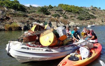 Neteja del litoral amb caiac a Cala Montgó